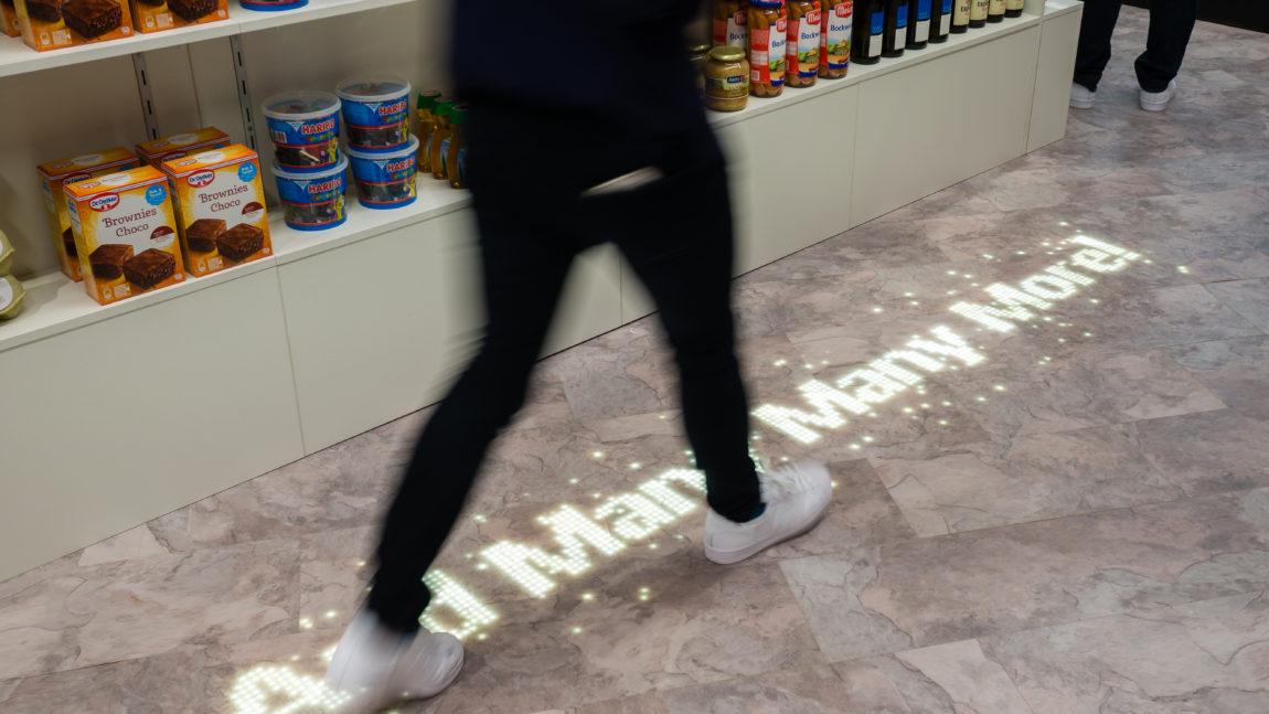 Pod mi šalje poruku – Philips Lighting i Tarkett su lansirali LED svetlosne podne obloge od vinila